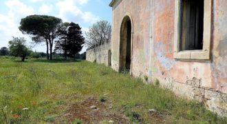 Lecce antica villa del '900 con volte a stella da ristrutturare