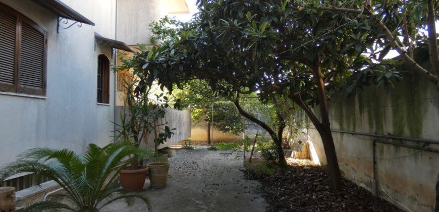 Lecce c/o Città Mercato villa bifamiliare al piano terra