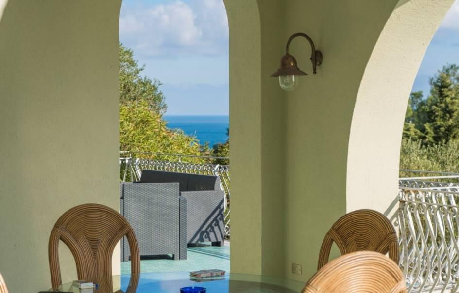 Castro Marina,la Perla del Sud, villa immersa nel verde della vegetazione mediterranea con affaccio direttamente  sul mare