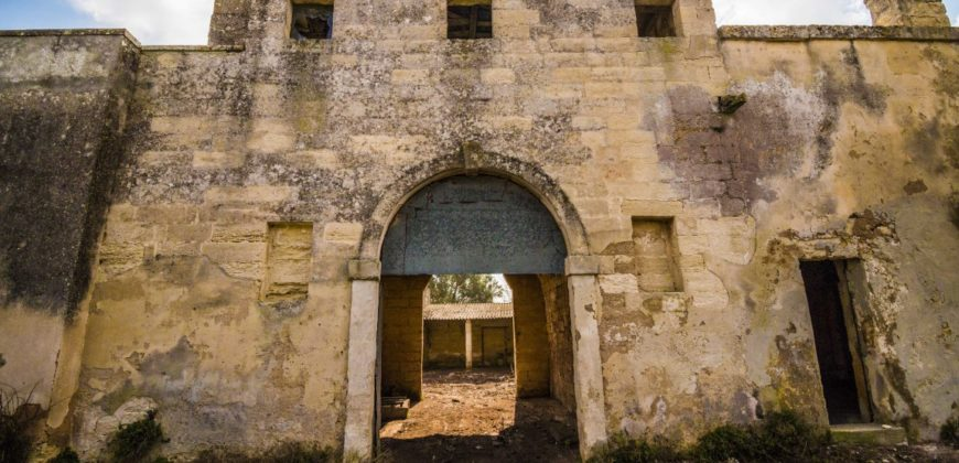 Acaya antica masseria da ristrutturare