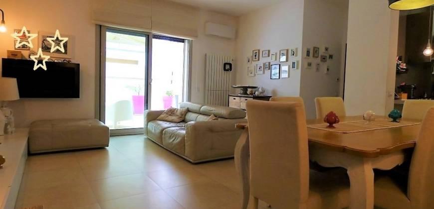 Merine appartamento con ampie verande rifinito e in ottimo stato