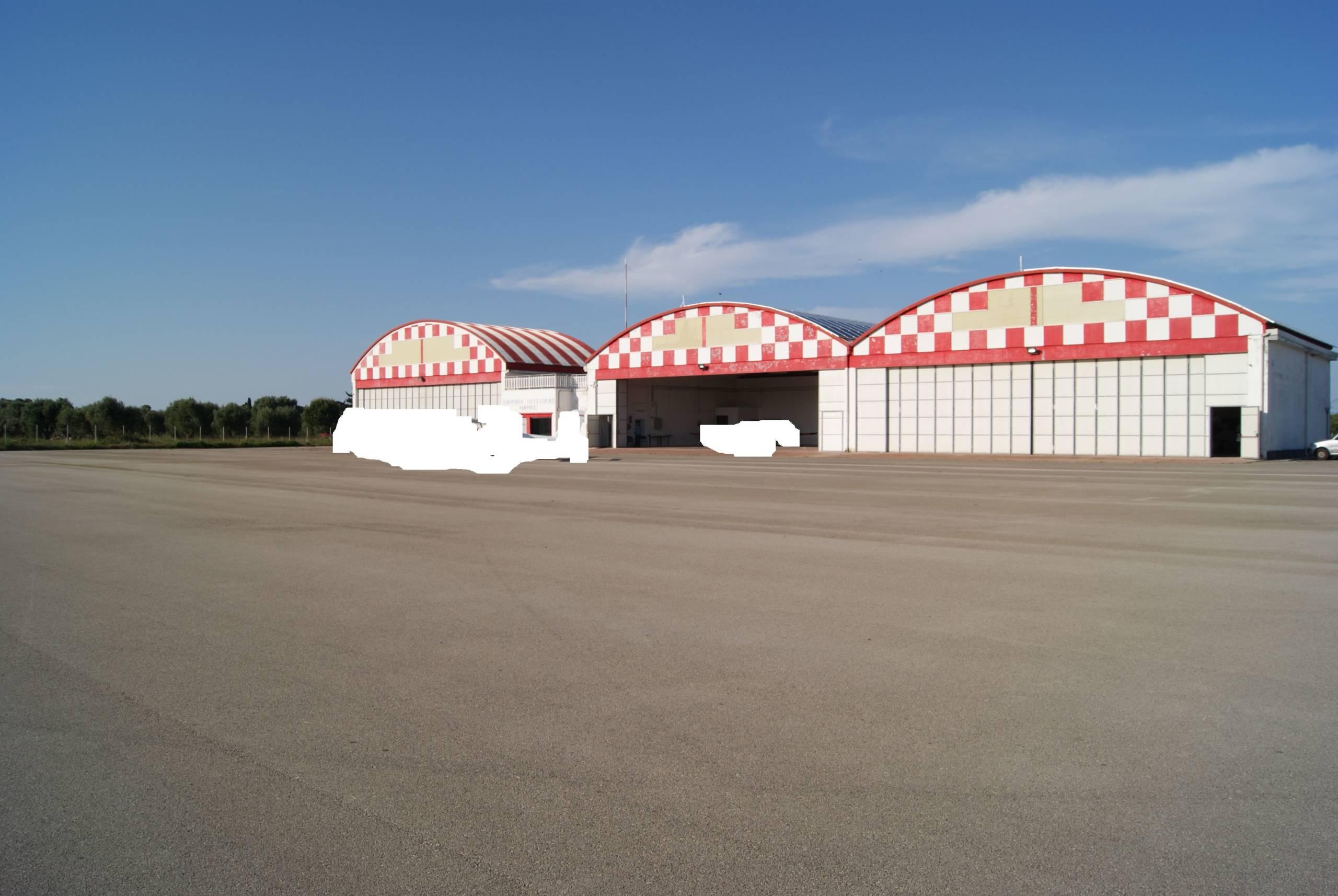 Lecce-San Cataldo località Lepore due hangar in locazione
