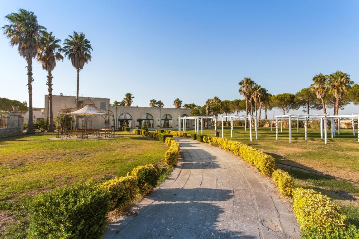 Salento In Terra D'Otranto Antica Masseria con hotel e circolo ippico