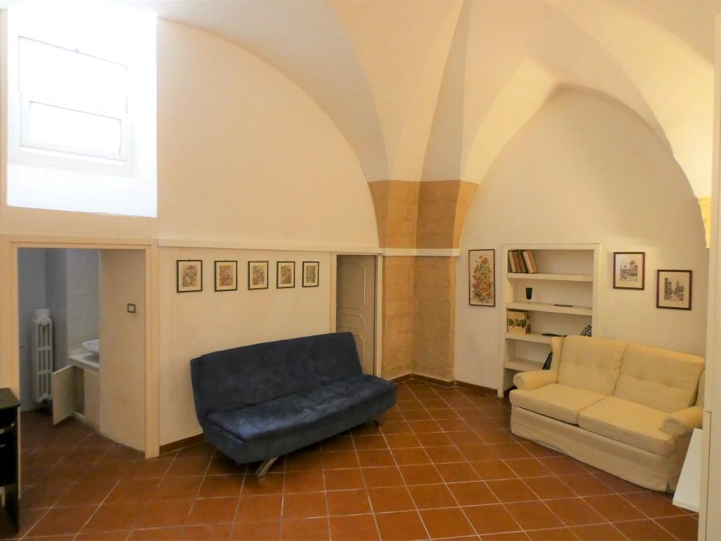 Centro storico appartamento piano terra con spazio scoperto