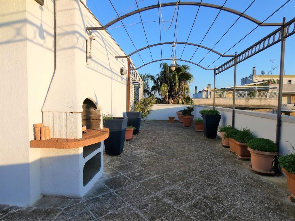 Lecce Zona Cicolella villetta bifamiliare al piano primo con ampio terrazzo