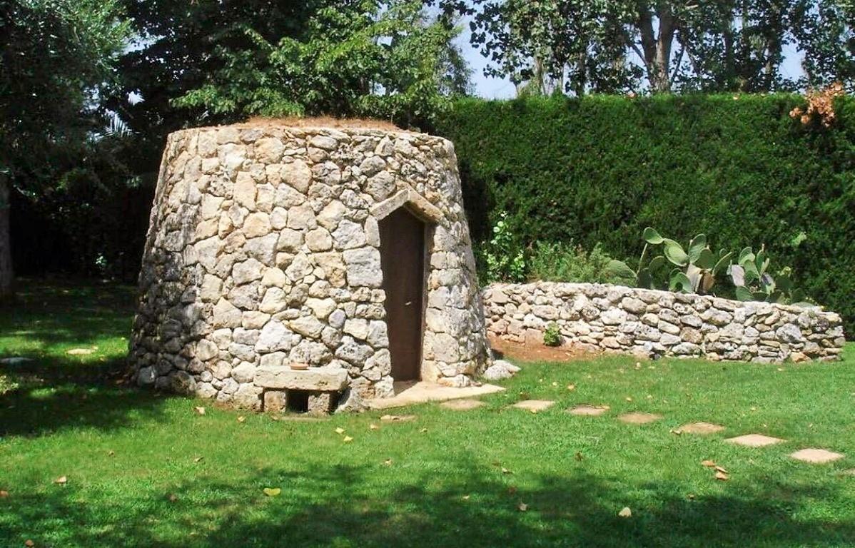 Lequile antico casolare rifinito con piscina