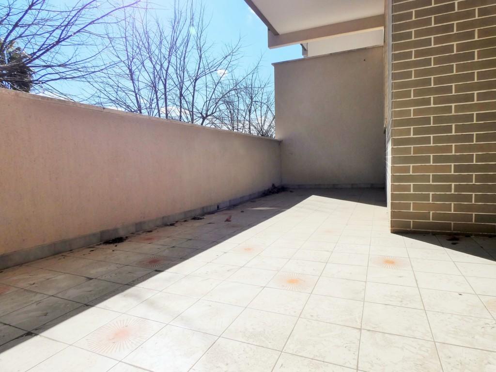 Zona Partigiani appartamento con ampia veranda e garage