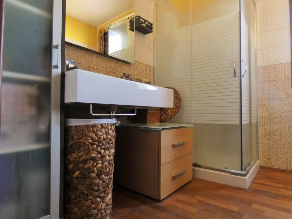 Traversa Via De Pace appartamento bilocale comoda metratura con garage