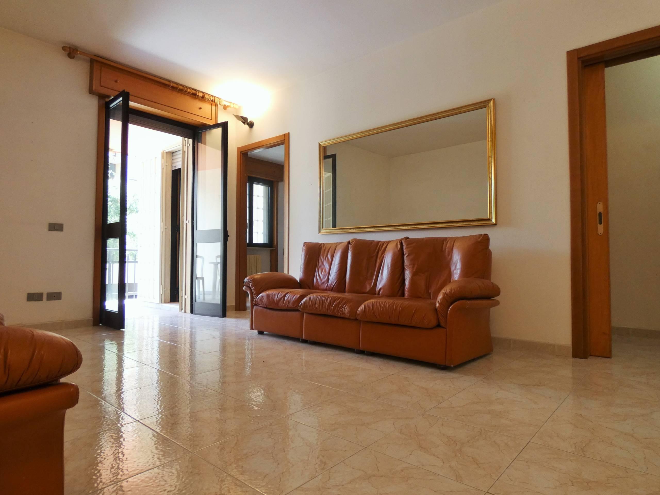 Viale Della Libertà appartamento buono stato con ampia veranda  e 2 posti auto di pertinenza